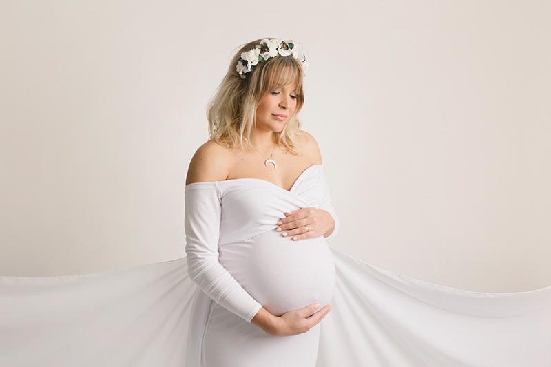 fotografia de embarazo en valencia en estudio
