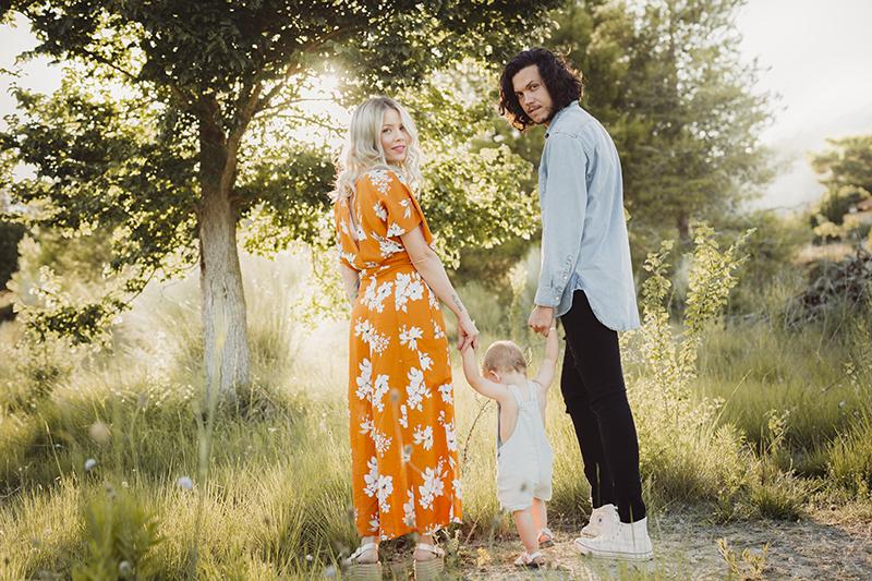 Fotografía de familia en Valencia en el campo