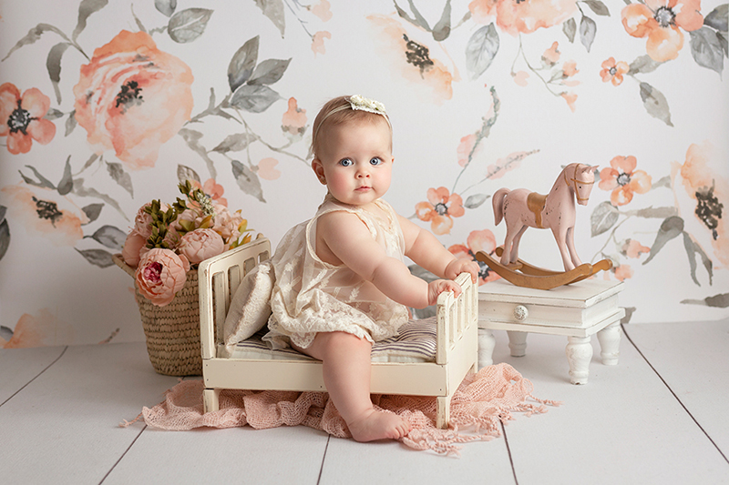 Fotos de bebés de meses en Valencia con decorado romántico