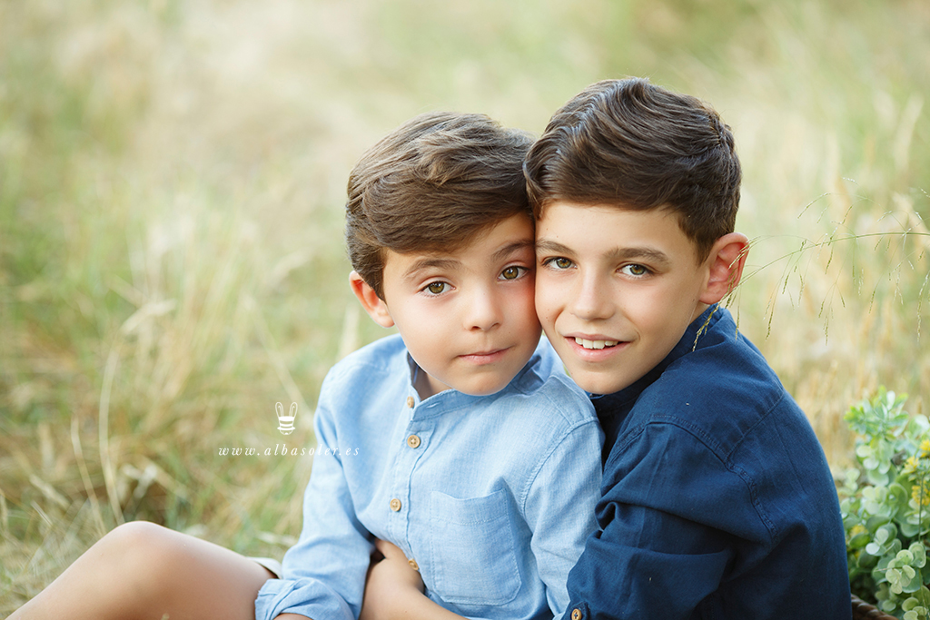 Fotografía de comunión con hermanos