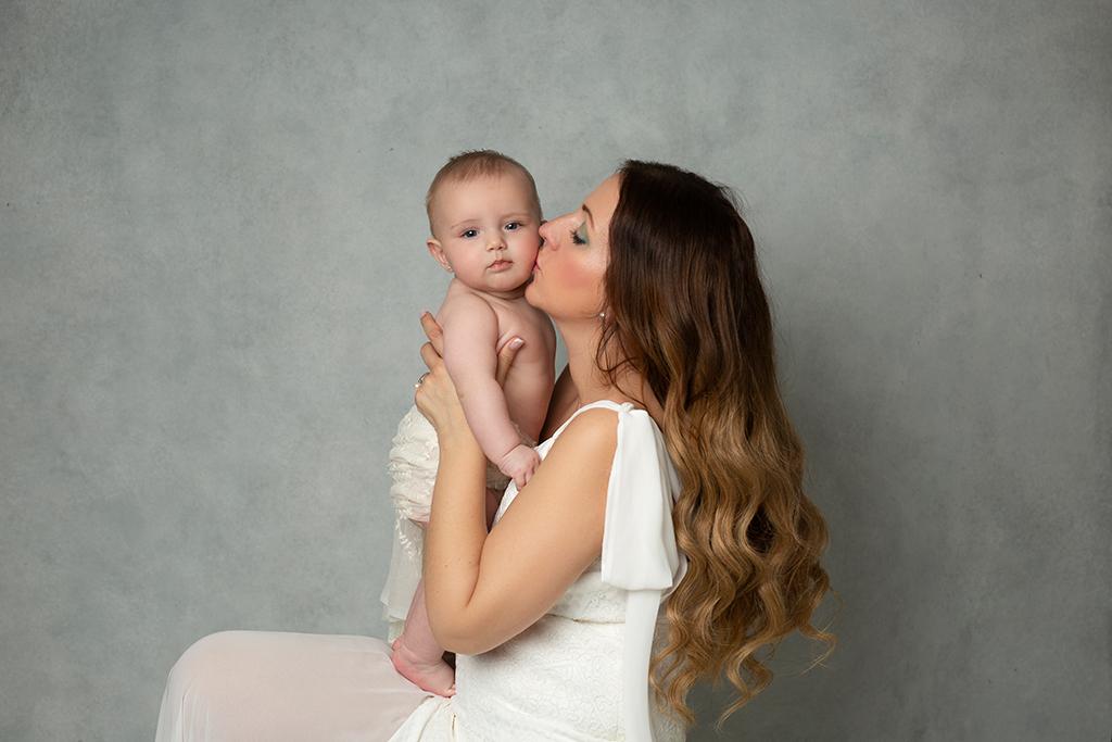 Fotografía mamá y bebé elegante