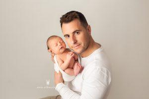 Sesión de fotos de recién nacido con su papá
