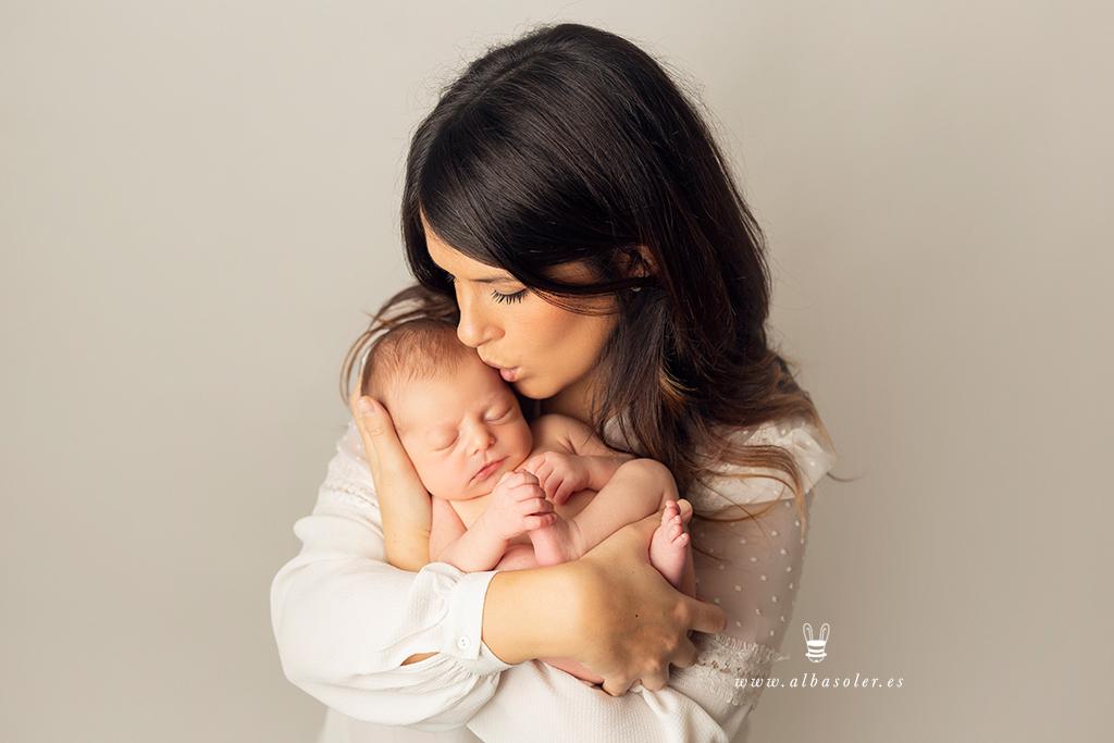 Sesión de fotos de recién nacido con padres
