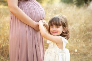 Fotografía de embarazada con niños pequeños